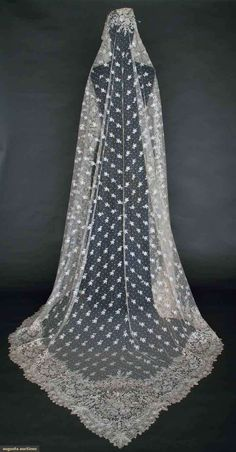Handmade Brussels Lace Veil, Late 19th C, Augusta Auctions, November 13, 2013 - NYC, Lot 46