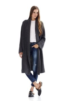 590 grams of 100% pure cashmere in 3-gauge knit Long open-front cardigan Side pockets Chunky knit fabric Hand Wash Naked or Dry Clean Only