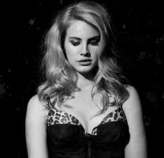 Lana Del Rey Pictures, Elizabeth Grant, Queen Elizabeth, Lana Del Ray, Stunningly Beautiful, Pretty People, Sexy, Celebs, Female Celebrities