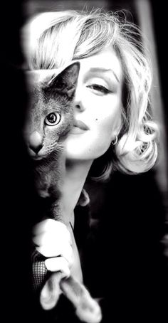 Marilyn Monroe and cat