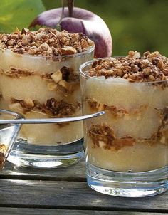 Old-Fashioned Apple Trifle with Toasted Oats (Gammeldags æblekage med ristede havregryn) – Translations of Danish Recipes Danish Cuisine, Danish Food, Cake Recipes, Dessert Recipes, Desserts, Currant Jelly, Danish Dessert, Toasted Oats, Watermelon Cake