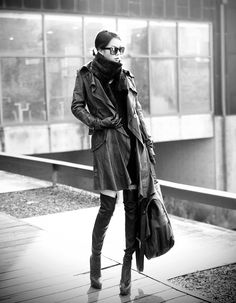 Love the lines of the coat and boots.