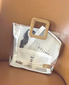 Celine - always cool. Brix and Bailey adore this brand! Look Fashion, Fashion Bags, Fashion Accessories, Summer Accessories, Fashion Details, Fashion Jewelry, Tod Bag, My Bags, Purses And Bags