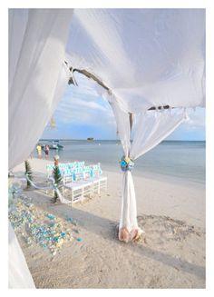 Brisa, sencillez y amor...  Nada más es necesario para una boda de ensueño.  http://www.bodaenibiza.es