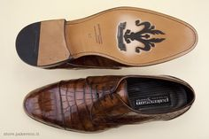 Handcrafted shoes of real Alligator skin. Discover Pakerson's elegance at the Online Boutique. -
