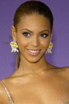 Why Beyoncé Slays — Every Single Time #refinery29  http://www.refinery29.com/2016/04/108593/beyonce-hair#slide-1  A bright-eyed Beyoncé keeps it so fresh and so clean at the 2003 Billboard Music Awards with a sleek pony and simple cat-eye....