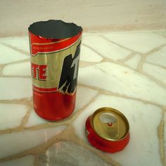 Cómo hacer un portavelas o cenicero con una lata reciclada: Primer paso: Quita la parte superior