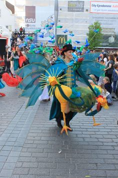 KarnevalsKoloritterne. Freak circus. Animal trainer. 3headed bird