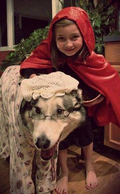 Funny pictures about Just A Girl And Her Wolf. Oh, and cool pics about Just A Girl And Her Wolf. Also, Just A Girl And Her Wolf photos. Cosplay Lindo, Cute Cosplay, Funny Animal Pictures, Funny Animals, Cute Animals, Funny Pics, Pet Costumes, Halloween Costumes For Kids, Halloween Tips