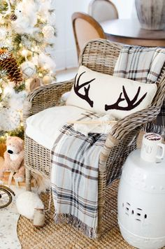 10-tips-on-how-to-decorate-a-christmas-tree-rustic-glam-farmhouse-neutral-christmas-tree