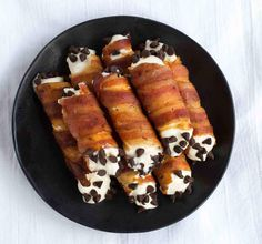 Make sweet and savory cannoli with crispy bacon shells. Bacon Recipes, Cooking Recipes, Keto Recipes, Grilling Recipes, Bacon Day, Bacon Bacon, Bacon Fest, Cake Candy, Queso Ricotta