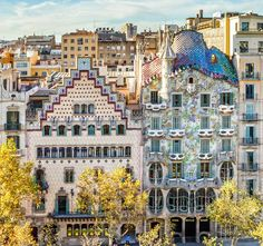 #PaseodeGracia in #Barcelona has one of the most amazing #modernist buildings like the #CasaBatllo by #AntoniGaudi and the casa #Amatller by #PuigiCadafalch