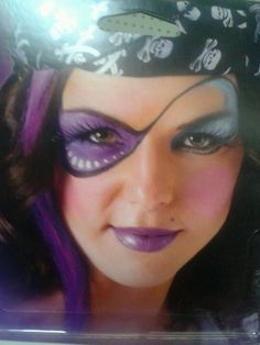 the lips a different color.the eye patch Pirate Face Paintings, Girl Face Painting, Face Painting Designs, Halloween Make Up, Halloween Face Makeup, Halloween Zombie, Halloween Costumes, Pirate Photo Booth, Festival Paint