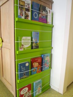 put on back of door. Classroom Organisation, Classroom Management, Home Organization, Kindergarten Crafts, Classroom Activities, School Hacks, School Fun, Nursery Bookshelf, Mini Library