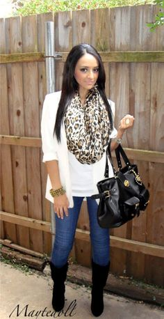 ♥ the entire outfit & scarf, boots & purse!