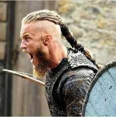 Discover a selection of Viking necklaces and pendants For men and women, reproductions inspired by Nordic mythology and Viking people. Ragnar Lothbrok Vikings, Vikings Tv Series, Vikings Tv Show, Viking Life, Viking Warrior, Viking Shop, Bracelet Viking, Viking Jewelry, Wallpaper Vikings