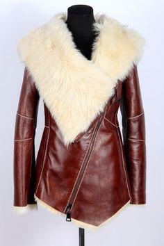 Женская дубленка короткая AR-2098-68 фото1 Sweater Jacket, Fur Jacket, Sheepskin Coat, Dress Trousers, Black Women Fashion, Shearling Coat, Fur Coat, Jackets For Women, Winter Jackets