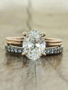 Swooning so hard over the engagement ring… The oval diamond is my obsession