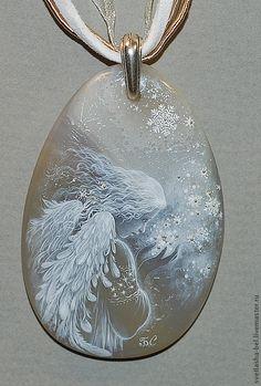 Купить Снежный Ангел - серый, лаковая миниатюра, ангел, роспись по камню, живопись маслом, кулон