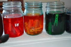 Dye clothes pins using vinegar & food coloring