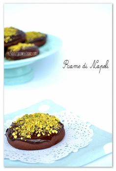 italian chocolate and pistachio cockies Cookie Recipes, Dessert Recipes, Desserts, Muffins, Italian Chocolate, Biscotti, Chocolate Cookies, Pistachio, Italian Recipes