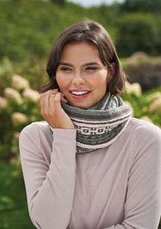 Knit this beautiful Cowl which was designed by Lisa Richardson in Island Blend! Free Knitting Patterns For Women, Cable Knitting Patterns, Christmas Knitting Patterns, Cowl Patterns, Knitting Ideas, Crochet Patterns, Lisa Richardson, Summer Knitting, Knitting Accessories
