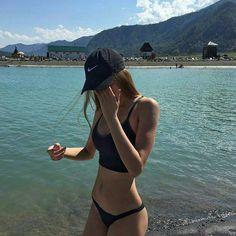 Trendy Beachwear for the Summer (notitle) Summer Pictures, Beach Pictures, Summer Goals, Summer Photography, Foto Pose, Cute Bikinis, The Bikini, Tumblr Girls, Beach Babe