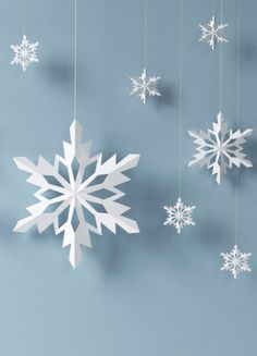 Whether it's a school project, or you wish to decorate the house or a Christmas tree, making a paper snowflakes is easy. Read the Buzzle article to find the step-by-step explanation. (How To Make Christmas Snowflakes) Diy Christmas Fireplace, Diy Christmas Snowflakes, 3d Paper Snowflakes, Snowflake Craft, Christmas Paper, Christmas Crafts For Kids, Holiday Crafts, Christmas Ornaments, How To Make Snowflakes