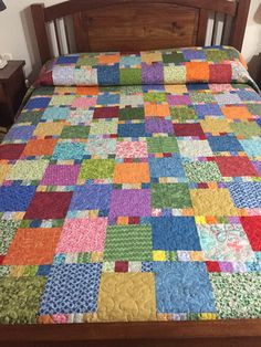 Layer cake, charm pack, or squares cut from anything in stash -- could use jelly rolls for the divider squares Colchas Quilting, Patchwork Quilt Patterns, Quilt Stitching, Quilting Projects, Quilting Designs, Modern Quilting, Big Block Quilts, Strip Quilts, Scrappy Quilts
