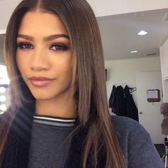 Shared by 𝑀𝒶𝓂𝒾 𝒬𝓊𝑒𝑒𝓃. Find images and videos about beauty, makeup and zendaya on We Heart It - the app to get lost in what you love. Beauty Makeup, Hair Makeup, Hair Beauty, Pretty Face, How To Look Pretty, Zendaya Makeup, Zendaya Eyebrows, Zendaya Maree Stoermer Coleman, Zendaya Style