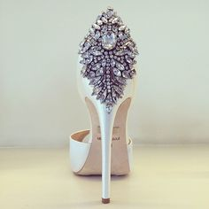 Bling your wedding shoes/ stilettos Pretty Shoes, Beautiful Shoes, Cute Shoes, Me Too Shoes, Women's Shoes, Shoe Boots, Satin Shoes, Shoes Style, Louboutin Shoes