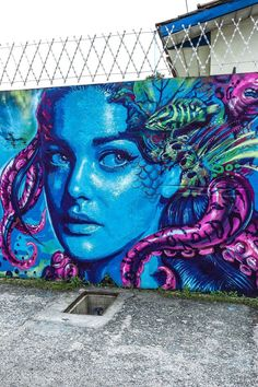 En escala de azules, púrpuras y verdes esta impresionante obra de Valdi Valdi.