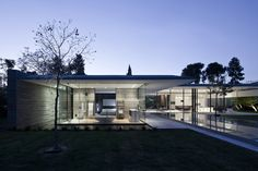 Image 15 of 29 from gallery of Float House / Pitsou Kedem Architects. Photograph by Amit Geron