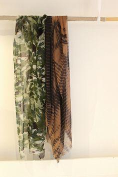 La Boutique Extraordinaire - Mode et Œuvres d'art textiles - 67, rue Charlot à PARIS ( FRANCE) - Veil of kashmir stoles