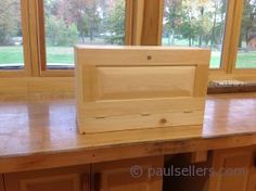 Paul Sellers building a traditional joiner's tool chest ...