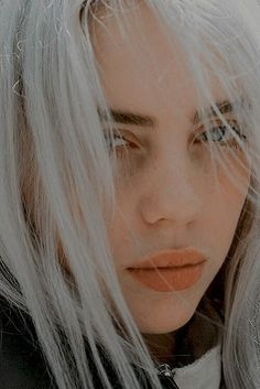 billie eilish billie eilish Baby Move over owls, there's a pristine feathered creature . Billie Eilish, Silver Hair, Selena Gomez, Cool Girl, Beautiful People, Queen, Beauty, Avocado, Connor Franta