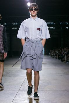 A look from the Dries Van Noten Spring 2016 Menswear collection.