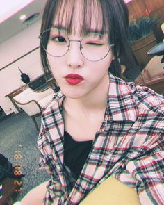 Gfriend-Yuju 180827 Incheon Airport from Manila Kpop Girl Groups, Korean Girl Groups, Kpop Girls, Gfriend Yuju, Gfriend Sowon, Jung Eun Bi, Kim Ye Won, Cloud Dancer, Entertainment