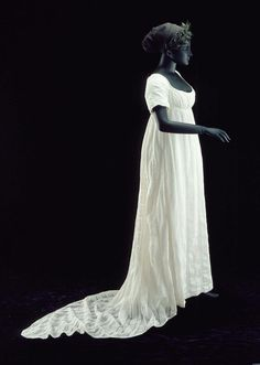 Woman's dress. American, about 1800. Cotton plain weave and leno weave (gauze), embroidered. MFA Boston.