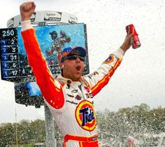 It's a boy: Kevin Harvick, wife welcome birth of first child
