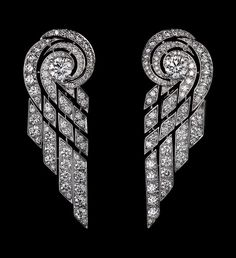 Precious Lines and Architectures – High Jewelry Earrings Platinum, brilliants.