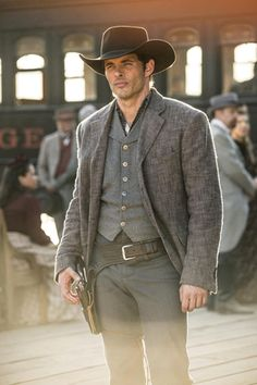 HBO has released four more Westworld photos, showing off their upcoming sci-fi series from Jonathan Nolan and Lisa Joy. The series premieres in October. Westworld Tv Series, Westworld 2016, Westworld Hbo, Westworld Costume, Westworld Season, Movies Costumes, Dolores Abernathy, Westerns, Men In Black