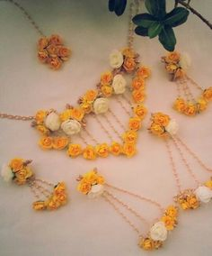Terrific Pics Bridal Flowers jewellery Tips Bring efforts and know what you enjoy, and study how it is referred to as, when you start speaking t Bridal Jewelry Sets, Bridal Sets, Bridal Accessories, Bridal Jewellery, Jewelry Accessories, Flower Jewellery For Mehndi, Flower Jewelry, Diy Jewellery, Handmade Jewelry