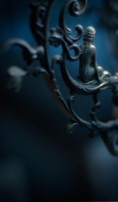 Gorgeous photo by Nondani of a wrought iron piece of art Art Nouveau, Pull Bleu Marine, Natur Wallpaper, Prussian Blue, Iron Work, Midnight Blue, Midnight Garden, Wrought Iron, Shades Of Blue