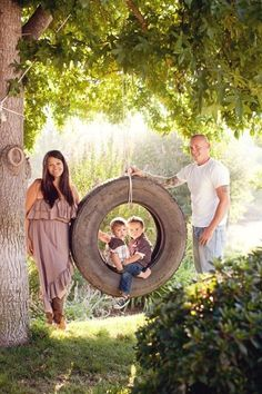 Tire Swing Family Pose Idea! ♡      Photo Session Ideas | Birth Announcement | Props | Prop | Sisters | Siblings | Brothers | Summer | Fall | Spring | Outdoor