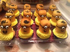 Cupcakes with Twinkie body minions buttercream