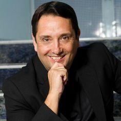 """#PrismaPalestras: Conheça um pouco mais sobre o #consultor e #Palestrante, #CarlosAlbertoJúlio... Carlos Alberto Julio dirigiu por quase 8 anos a HSM (empresa líder em educação executiva) e atualmente é membro de seu Advisory Board. Assumiu em 2008 a presidência da Tecnisa, uma das maiores e mais inovadoras construtoras do País. É autor de 4 best-sellers na área de negócios, entre eles """"Reinventando você"""", """"A magia dos grandes, entre outros."""