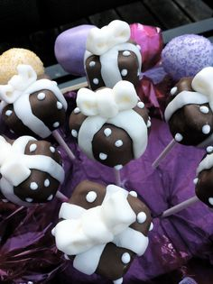These little chocolaty chocolate gift box cake pop beauties taste even better than they look!
