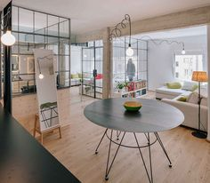 Kitnet estilo industrial - Kitnet estilosa utiliza vidro para organizar o espaço. Projeto:arquiteto Manuel Ocaña. Veja Mais em: http://www.limaonagua.com.br