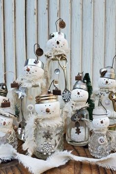 fun upcycling holiday Christmas craft project with dollar store or thrift store salt shakers. Easy cute mini DIY Christmas snowman to decorate your fireplace mantle and make your living room or entryway for the Holiday on a budget. Christmas Gift Tags, Christmas Snowman, Christmas Crafts, Christmas Decorations, Christmas Ideas, Holiday Decorating, Yule Crafts, Acorn Crafts, Snowman Decorations